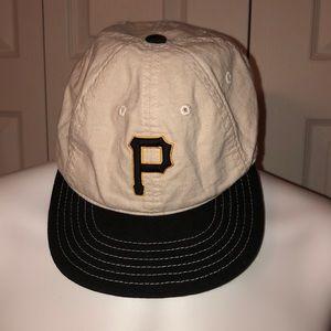 Vintage Pittsburgh Pirates Strapback Baseball Cap